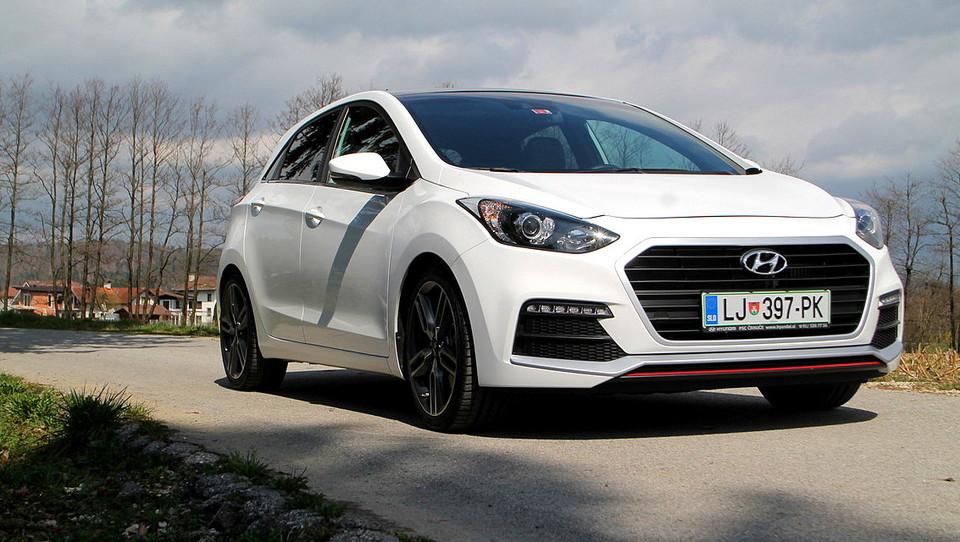 S prenovo Hyundai i30  vstopa tudi med športnike