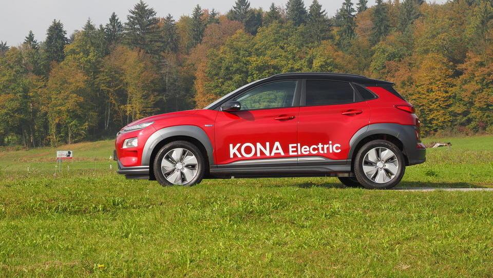Hyundai kona electric je prvi dostopni električni dolgoprogaš