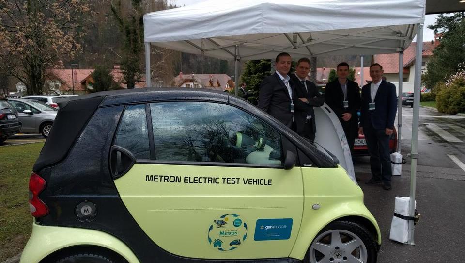 Na Bledu e-avto, ki lahko prodaja svojo elektriko