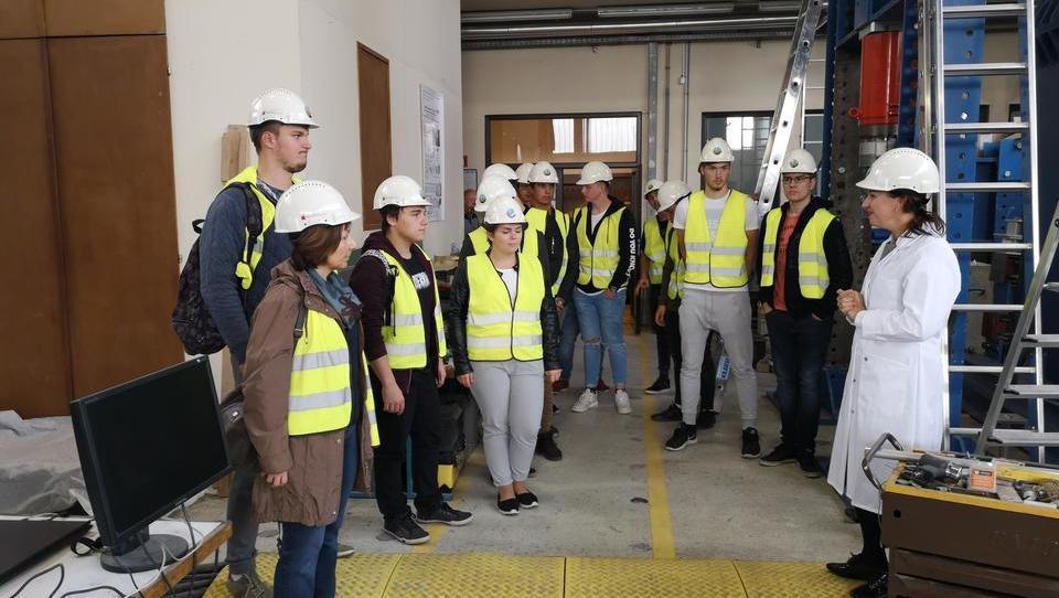 Srednješolci zavzeli ljubljansko gradbeno fakulteto