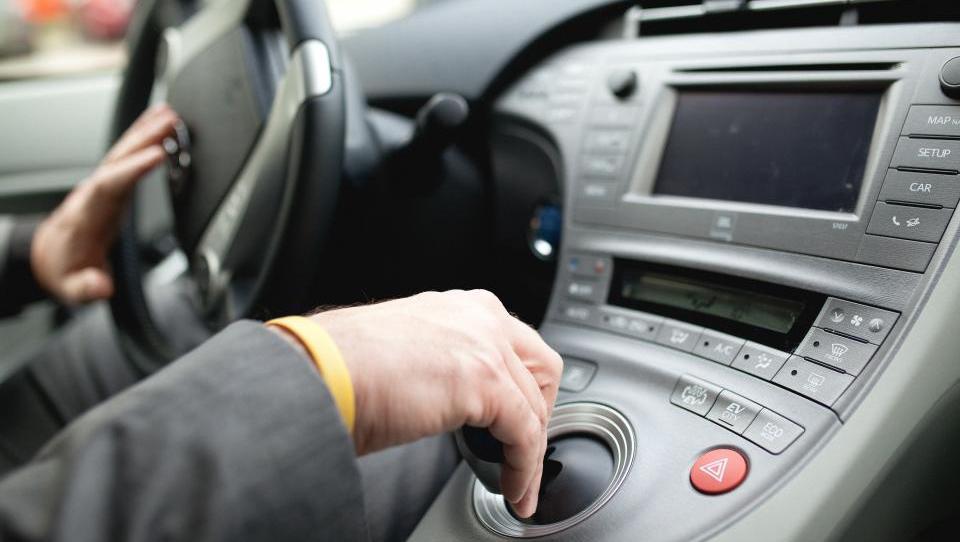 Uporabniki toyote prius plug-in hybrid izmerili porabo štiri litre