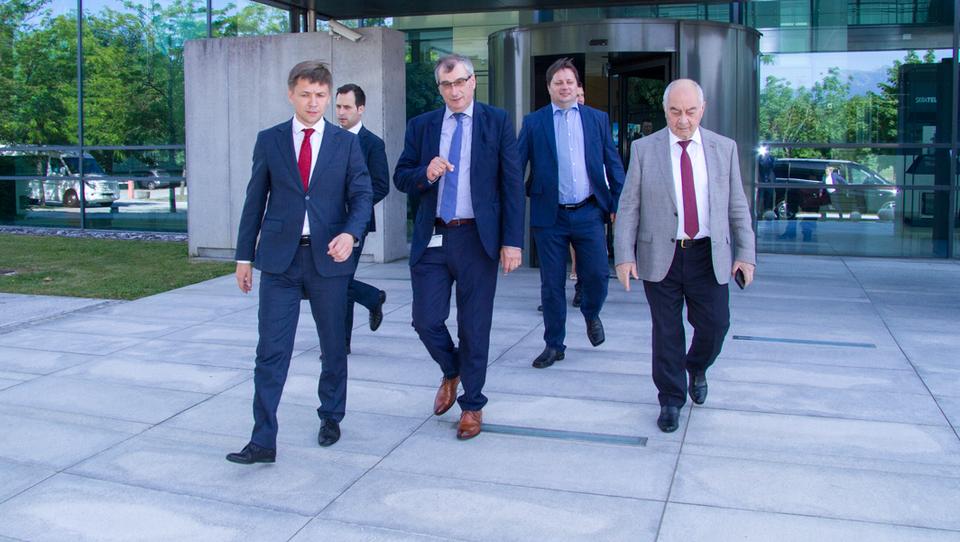 Ruskemu ministru Konstantinu Noskovu na obisku Iskratela predstavili rešitve za varno in pametno prihodnost