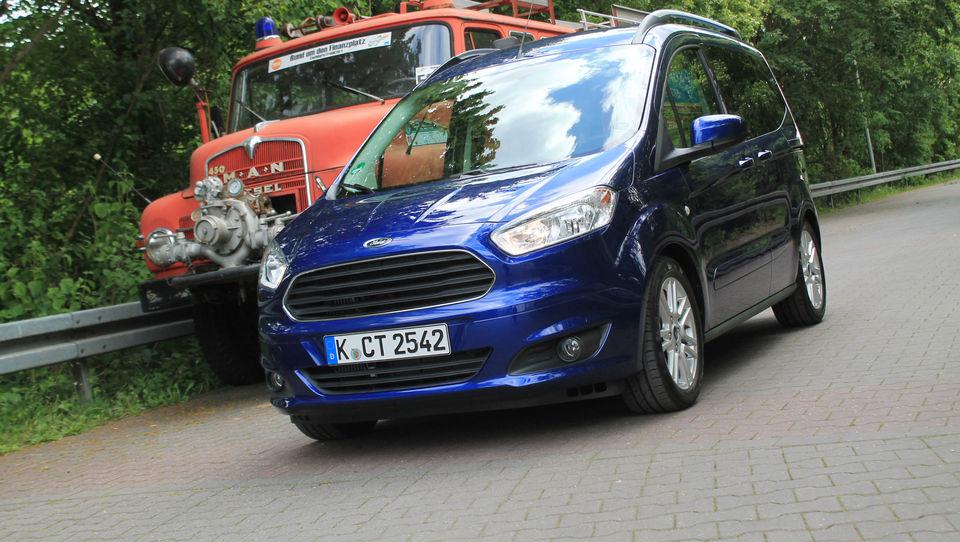 Fordov 'kurir' v prijetni in kompaktni embalaži prinaša veliko prostora