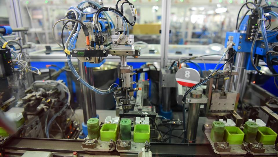 PMI Slovenija: rast naročil manj izrazita, dobavni roki vse daljši