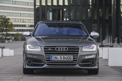 Audi A8 s super lučmi in dizlom ostaja v igri