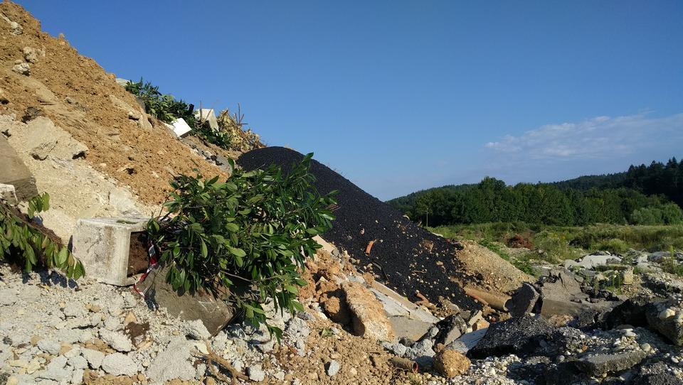 (foto, video) V Ljubljani smo našli kup odpadkov, ki je večji od kupa embalaže