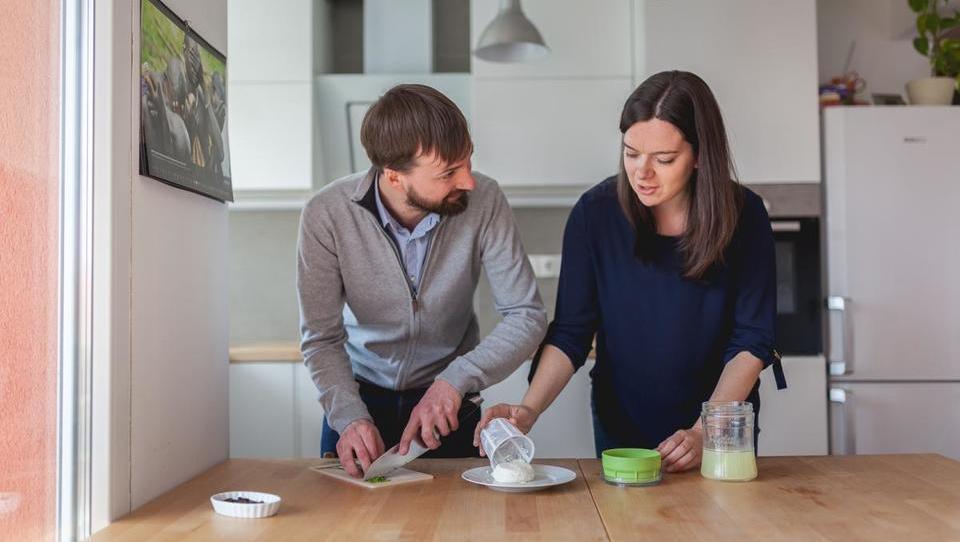 Najpodjetniška ideja: Kuhinjski pripomoček, da si boste lahko sami doma pripravili sir