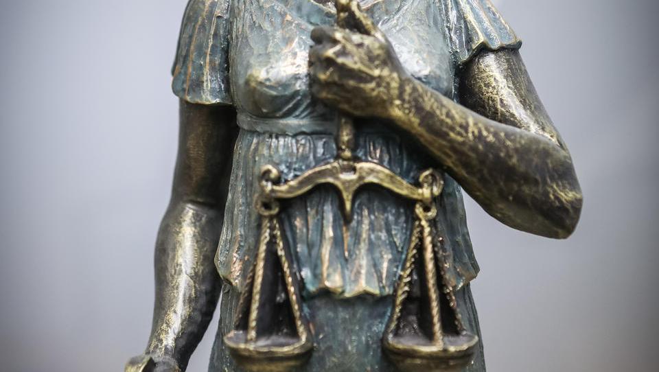 Sodišča več ne delajo kot ob sodnih počitnicah, zdaj imamo zares »lockdown« sodišč