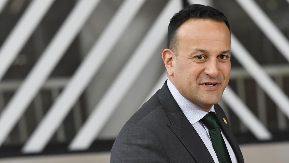 Premier Johnson danes na uradnem obisku pri irskem kolegu Varadkarju v Dublinu
