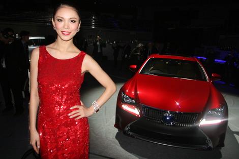 V živo iz Tokia: Lexus iz skromnosti v napad