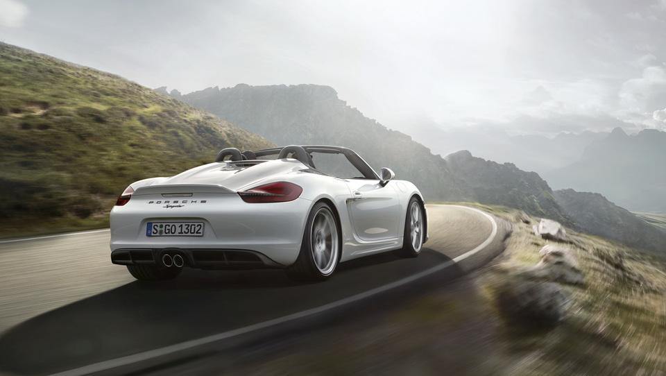 Luksuzni avti se vračajo, bogatijo pa tuje davčne uprave
