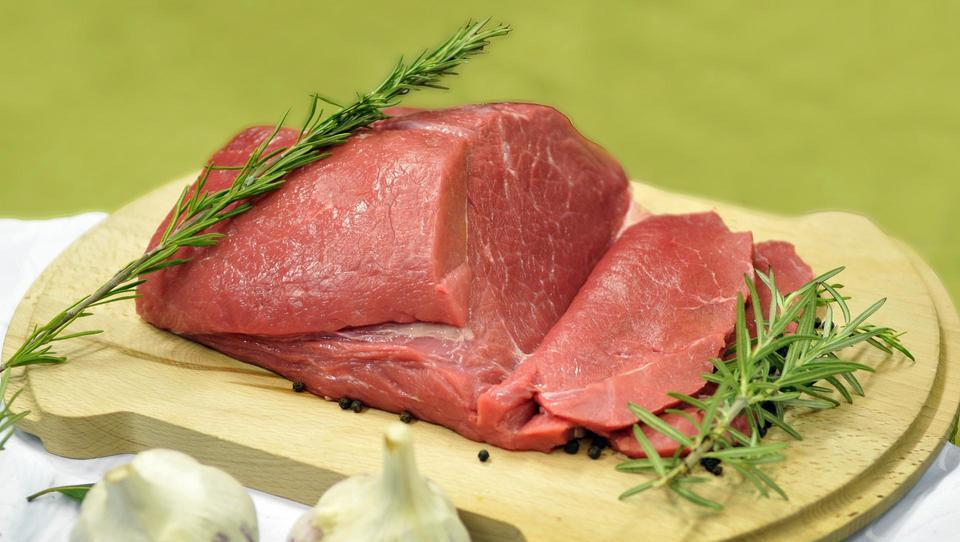 Mesarji ozaveščajo kupce o varnosti in kakovosti lokalno vzrejenega mesa