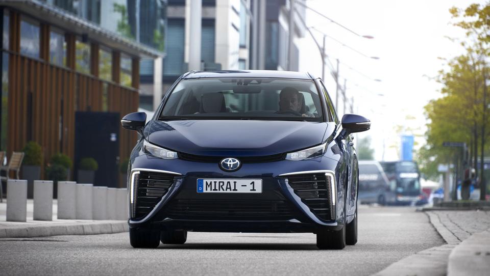 Za volanom avta na vodik - vožnja v čisto prihodnost