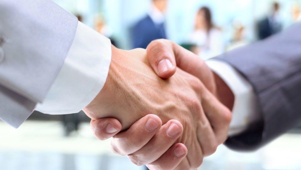Dva največja evropska trgovca, Tesco in Carrefour, se združujeta pri nabavi
