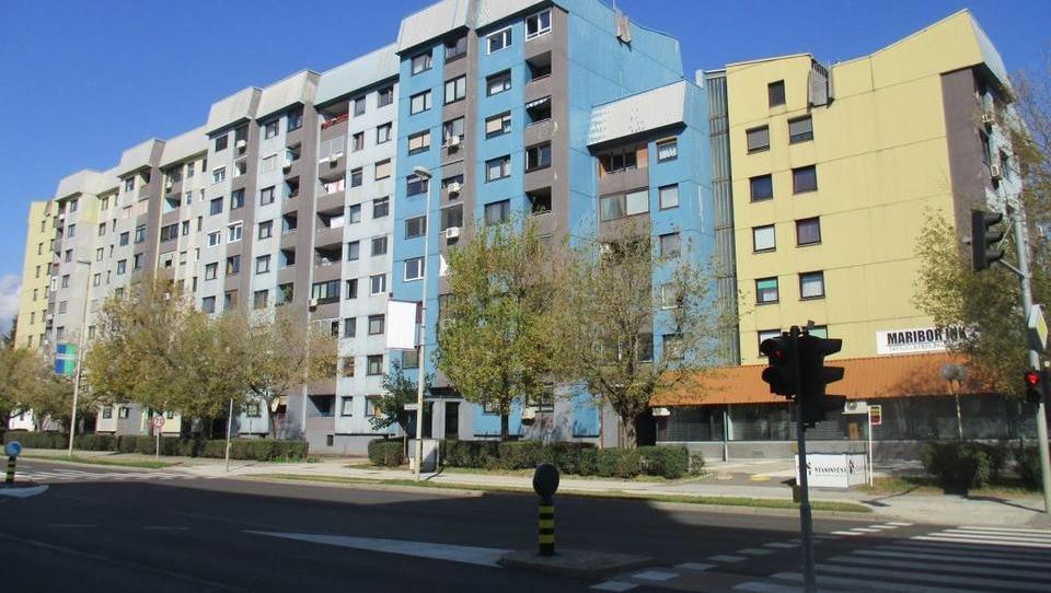 TOP dražbe: stanovanja v Ljubljani, Mariboru in Kopru, hiša v Kamniku, pisarne v okolici Kranja