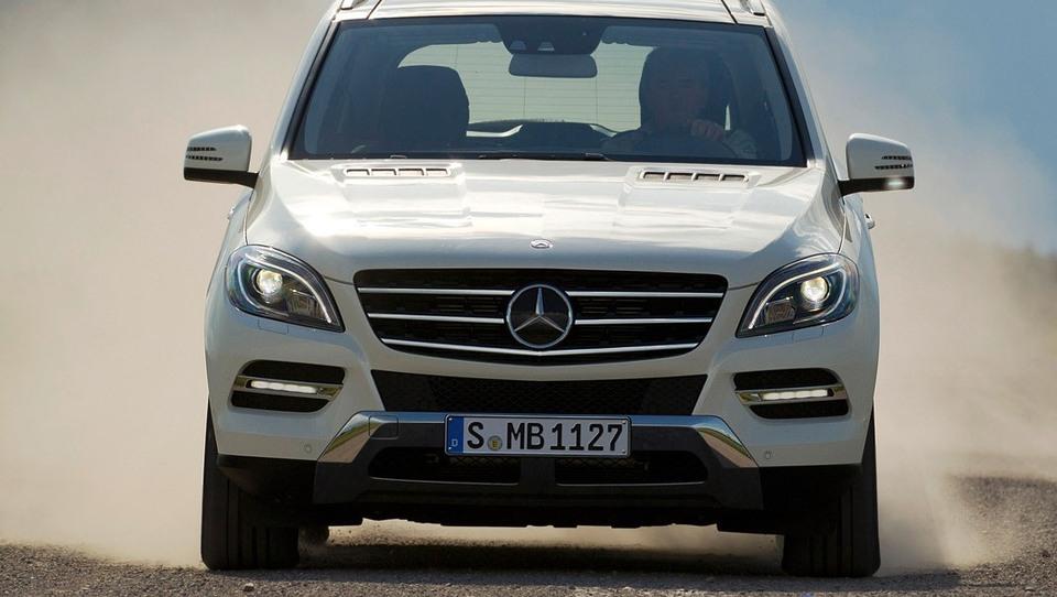 Luksuzni Mercedes-Benzi za Srečka Katanca in druge v NZS
