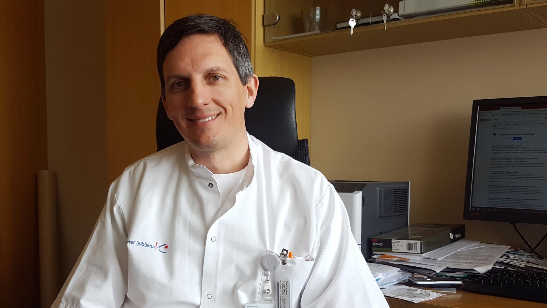 Lahko interventni kardiologi pri preprečevanju kapi pomagajo interventnim nevrologom? Do določene meje lahko