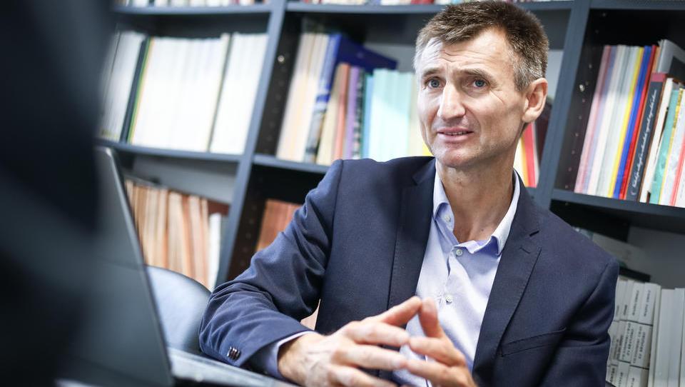 (intervju) Slovenski mladi se čutijo Evropejce, od politike pa so vse bolj odtujeni