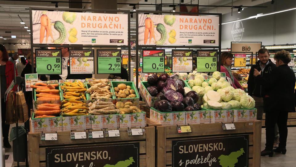 Tuš s prodajo zelenjave nepravilnih oblik zmanjšuje zavržke hrane