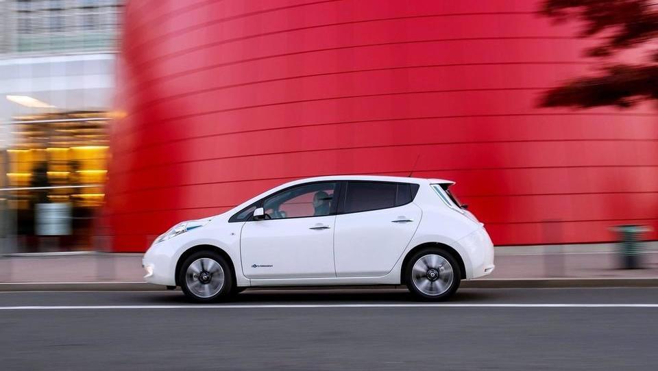 Avto, ki je elektrificiral ceste sveta