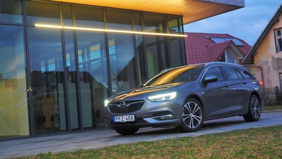 Opel z merami luksuznega in ceno službenega razreda