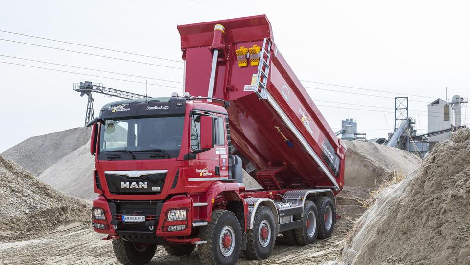 Slovenski gradbinci kamionov ne kupujejo glede na ceno, temveč …