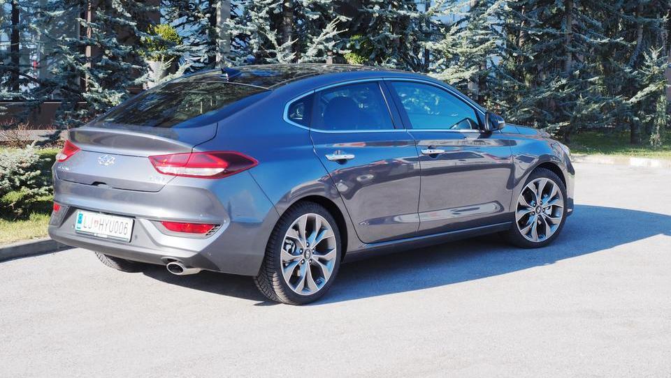 Hyundai z i30 fastbackom na novo odkriva preteklost