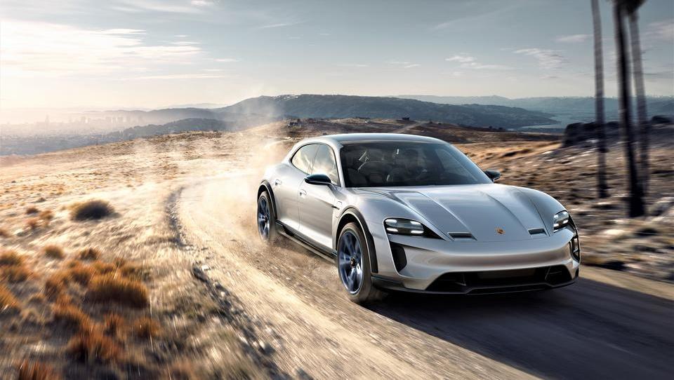 Porsche prihodnosti – mission-E cross turismo s 600 električnimi konji
