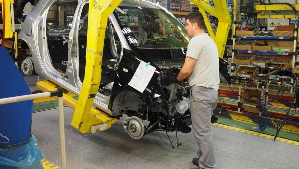 Revoz v zagon proizvodnje clia 4 vlaga 80 milijonov evrov