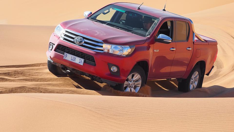 Premagovali smo izzive sipin in skalnega gorovja Namibije