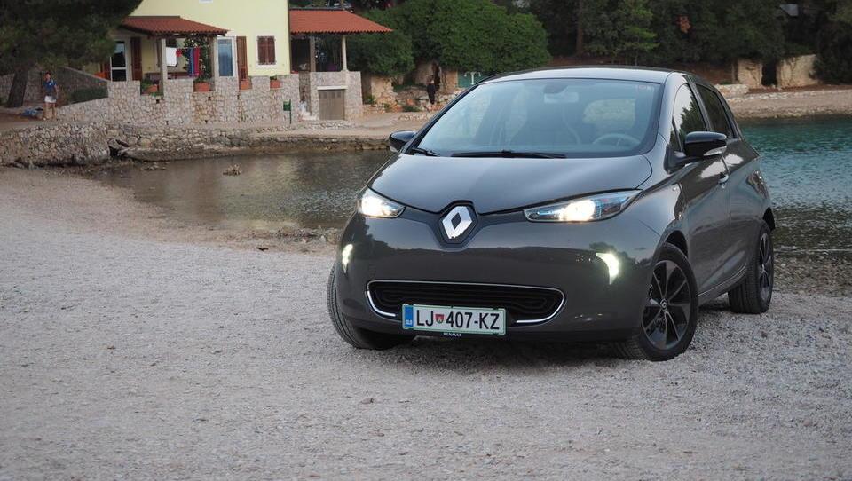 Cirkus z električnim Renaultom sredi turistične sezone