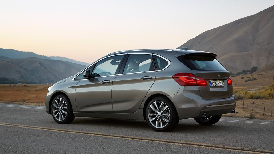 (video) BMW, ki znamko postavlja na glavo