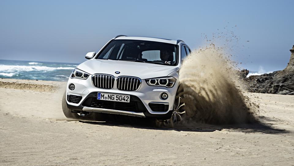 (video) BMW X1 na teren s prednjim pogonom in trivaljnikom