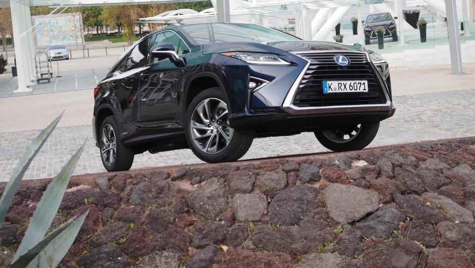 Lexus RX : Do potnikov in okolja prijazen orjak