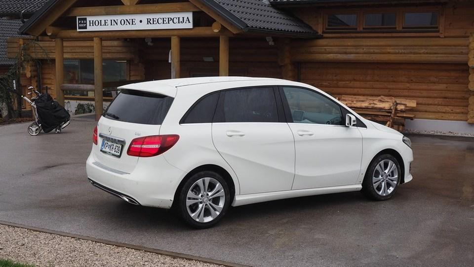 Mercedes-Benz, ki je kriv za prednji pogon pri BMW