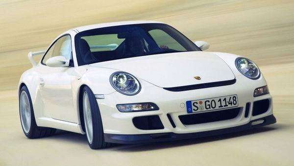 Porsche pri 911 GT3 preventivno menja motorje