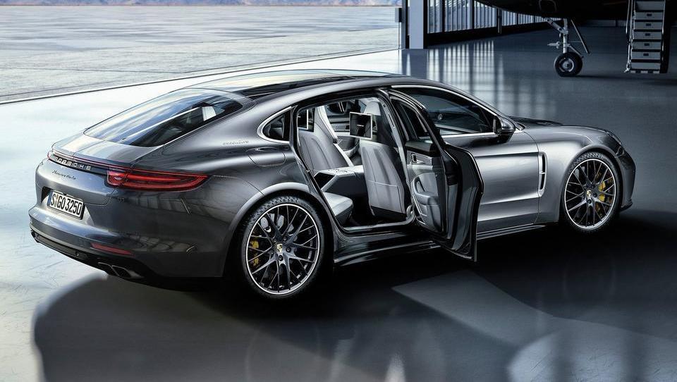 Dominanca na zadnjem sedežu Porscheja panamere