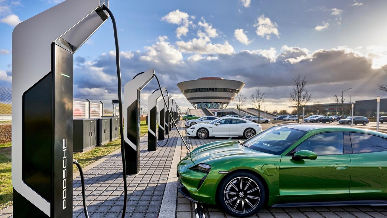 Porschejeva mega polnilnica, za katero bi potrebovali celo elektrarno