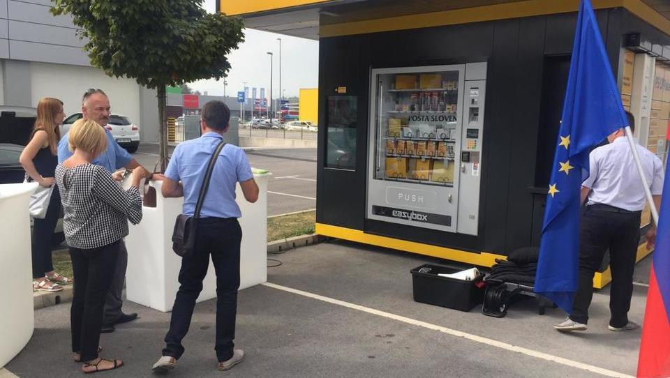 Pošta Slovenije s prvim samopostrežnim poštnim kioskom na prostem