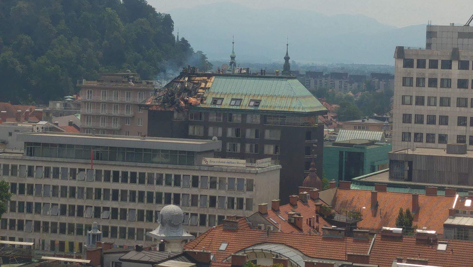 Grand Hotel Union Business v dimu: 100 evakuiranih, ni poškodovanih