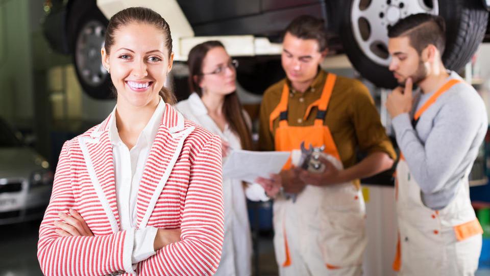 Ne nasedajte pravljicam o upokojeni učiteljici! Kupite preverjen avtomobil.