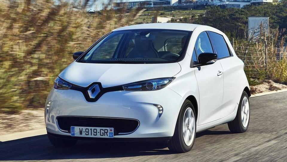 Slovenci smo lani kupili 53 odstotkov več e-avtov, prek 600