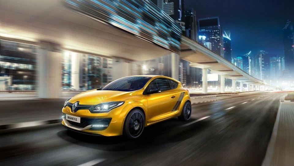 Akrapovič na zadku najbolj surovega Renaultovega megana