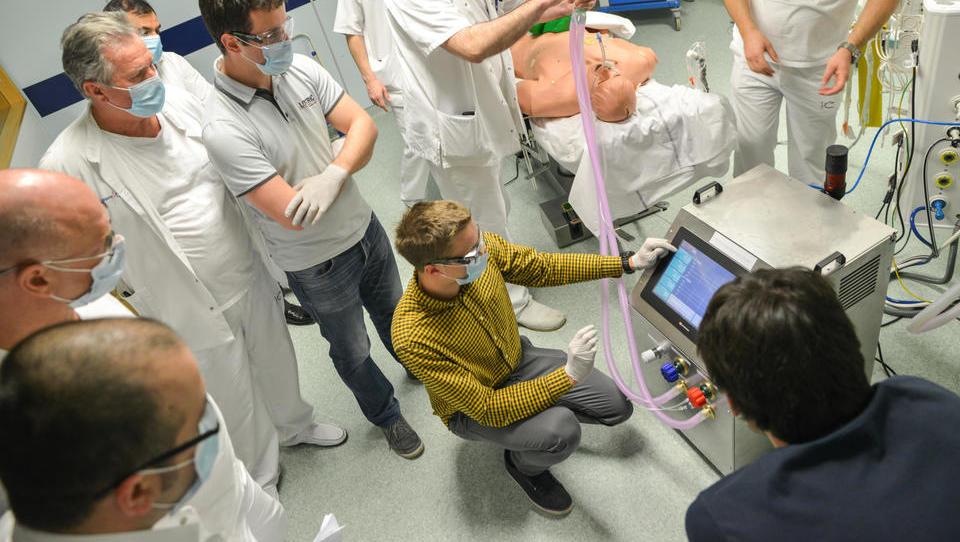 Če bo nujno, Domel, Lotrič in EKWB lahko naredijo 50 respiratorjev v treh tednih