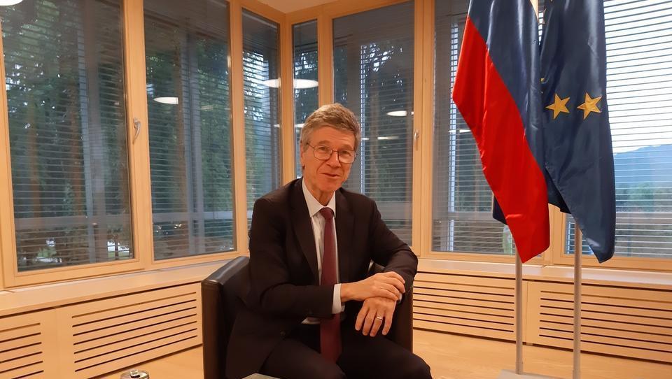 (intervju) Jeffrey Sachs: Želim, da bi tudi Nemčija in Slovenija delali e-avte, ne le Kitajska