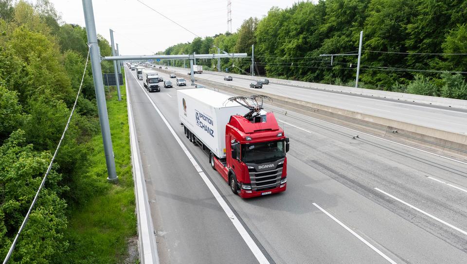 Prihodnost prometa: elektrificirane avtoceste in tovornjaki s pantografi?