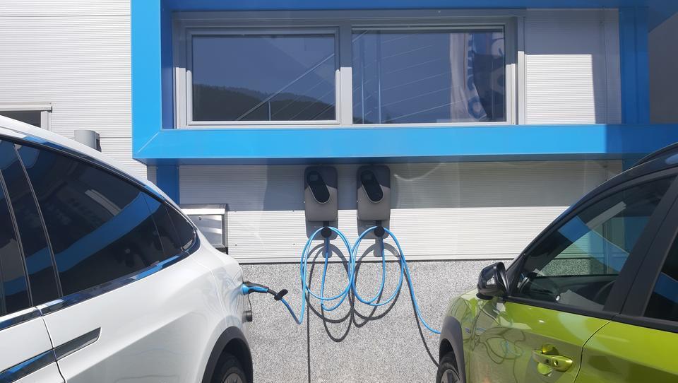 Tu piše, katera stavba bo morala imeti polnilnico za e-avte