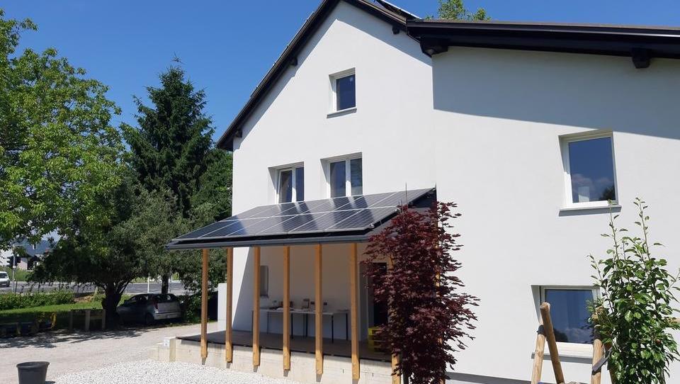 (foto) Slovenska filantropija dobila 'energetsko hišo prihodnosti'