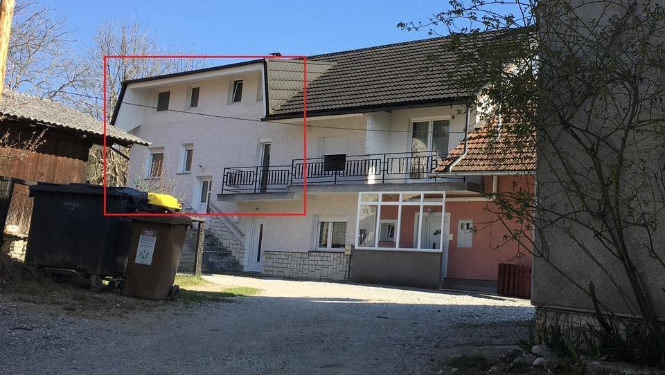 TOP dražbe: stanovanji, garaža in gostilna v Ljubljani ter hiši na obali in v Domžalah