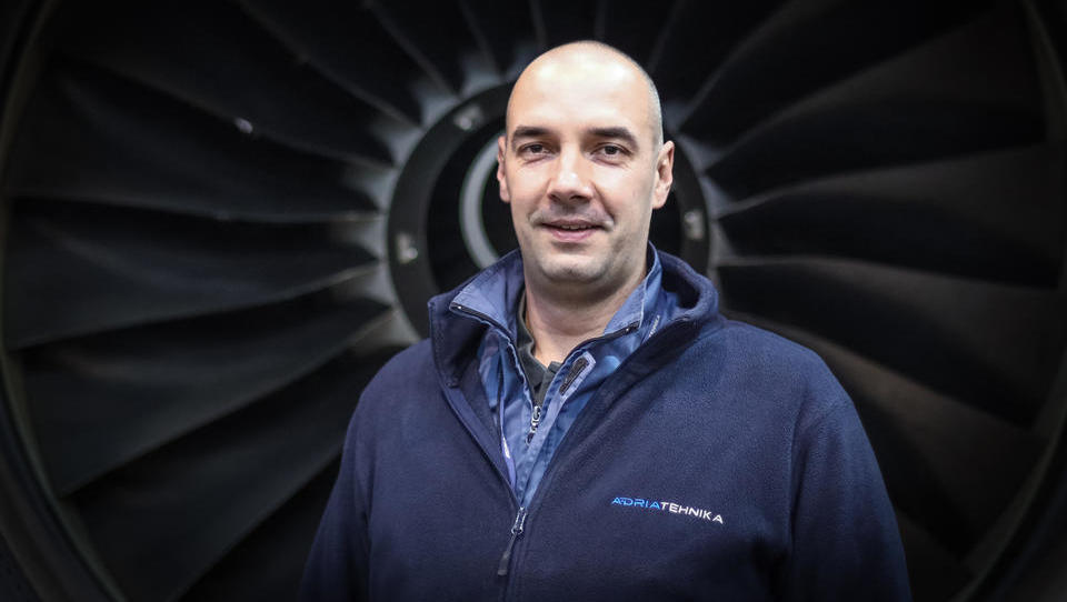 (Intervju) Letalski tehniki z licencami smo iskan kader, a ostajam v Sloveniji